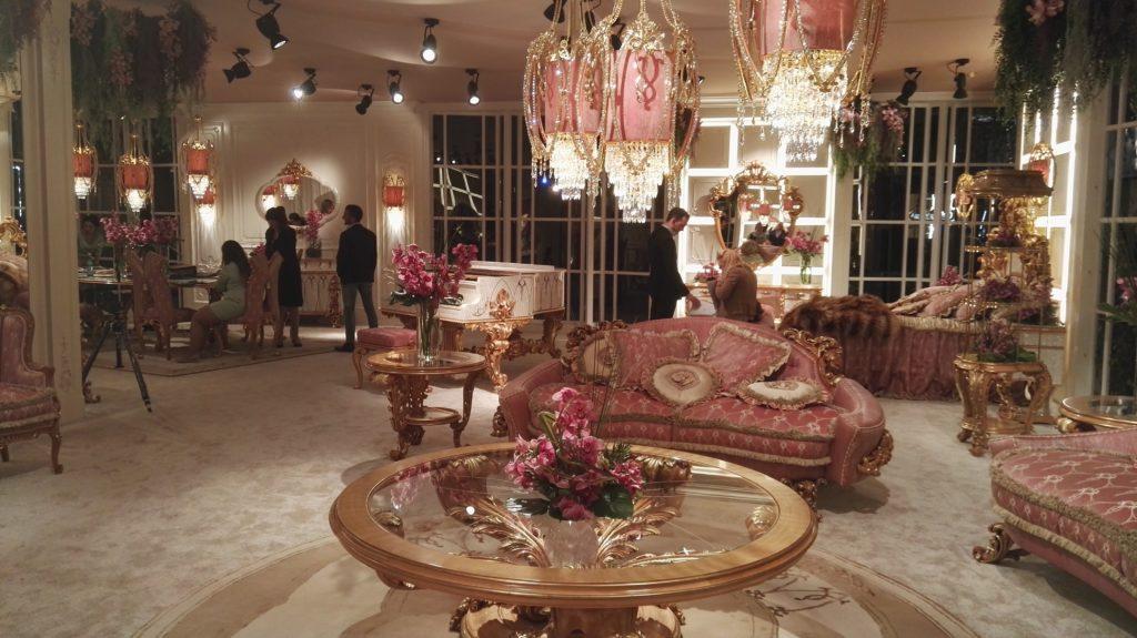 Blog home and interior design prestigious brand in the for Arredamento salone classico